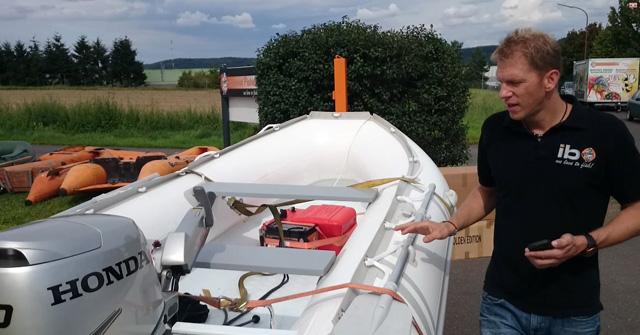 weißes boot mit festrumpf 3