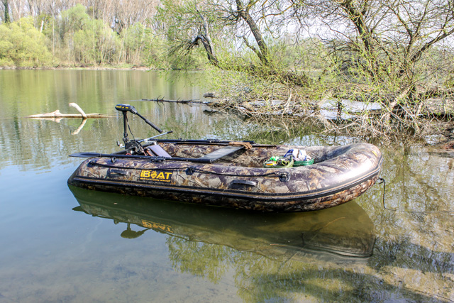 iBoat 320 realtree style