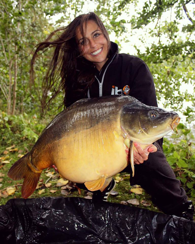Claudia loves to fish - please share this pic on your FB pages and Hompepages (002)