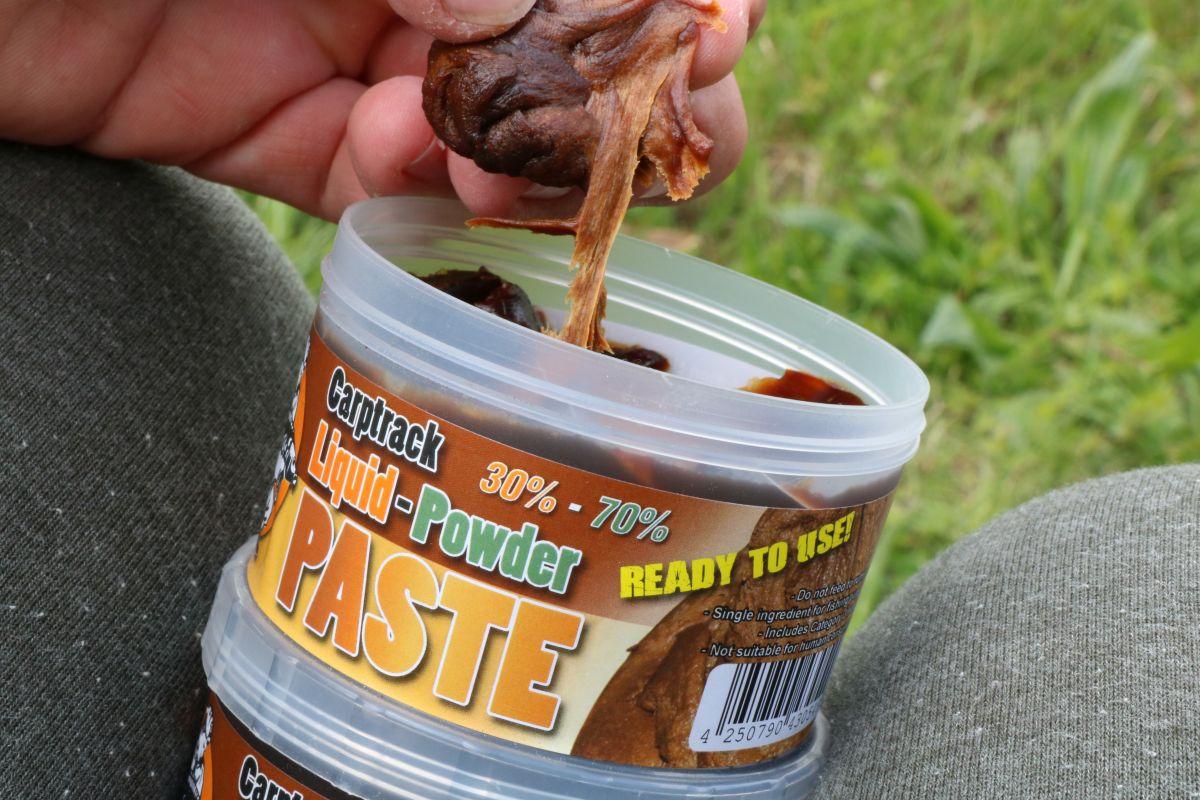 Mit der IB Carptrack Liquid-Powder Paste lassen sich so manch Köder noch attraktiver präsentieren.