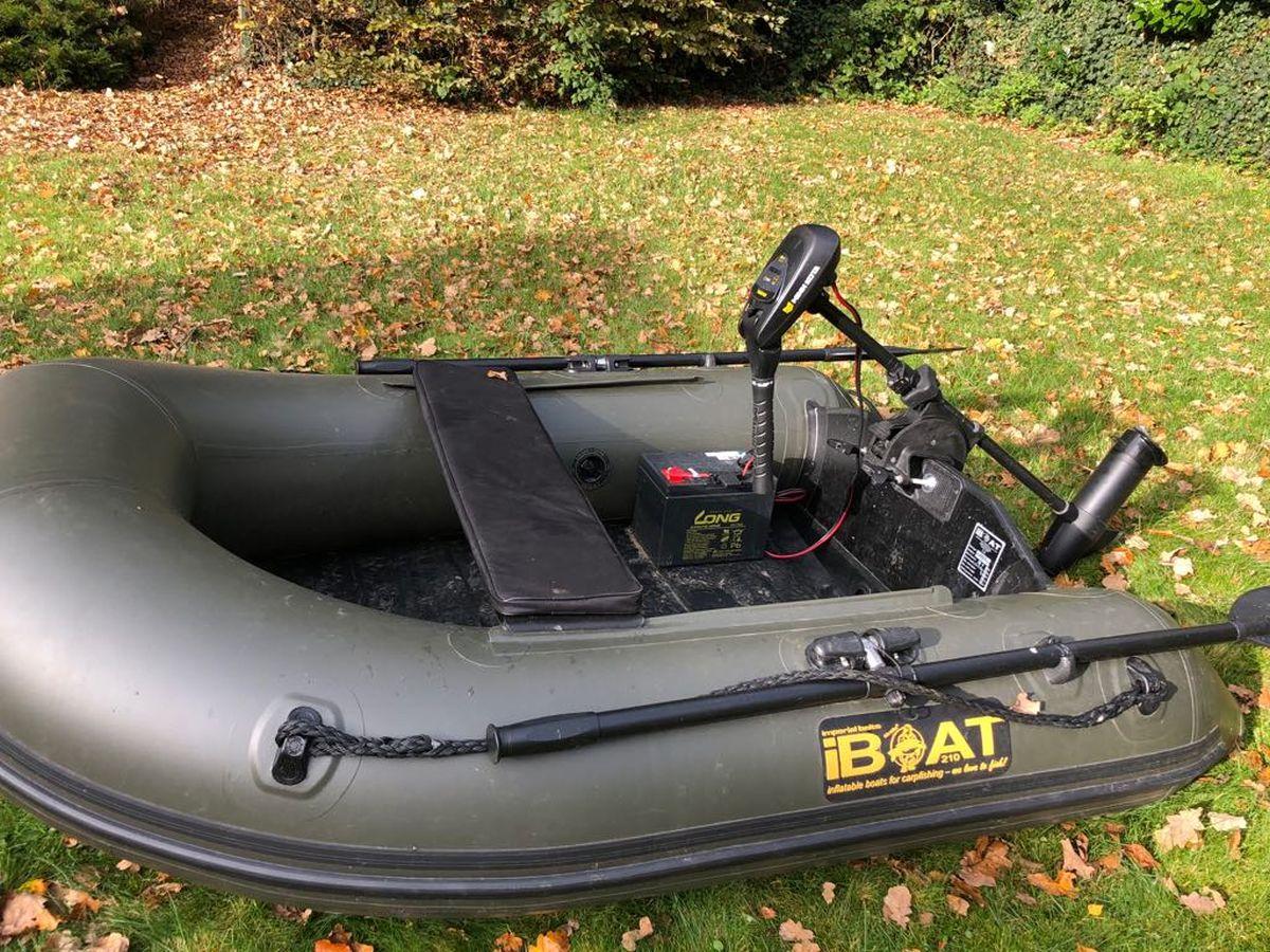 iBoat 210 mit gesamter Innenausstattung