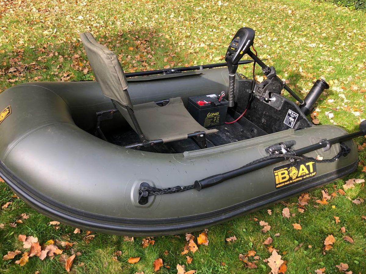 iBoat 210 mit Stuhl als Ausstattung